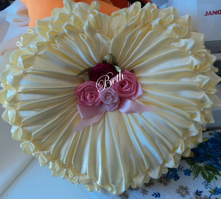 1000+ images about almofadas capitone on Pinterest | Smocking