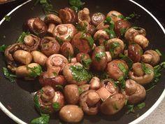 Zutaten    450 gChampignons, weiße  5 EL  Olivenöl  2 Zehe/nKnoblauch, gehackt  1 SpritzerZitronensaft  4 EL  Petersilie, glatt...