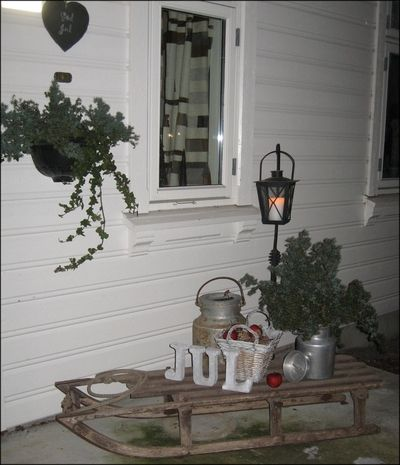 Julepyntet inngangsparti (Huset på landet)