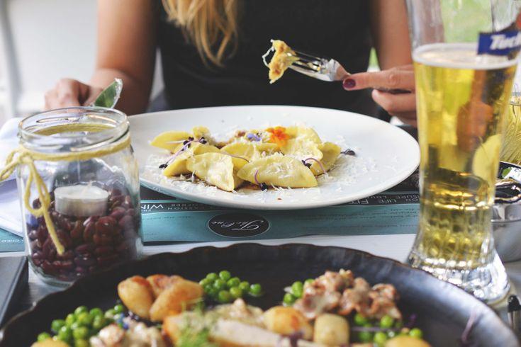 Restauracja The One Francuska 3 jest miejscem, które już od jakiegoś czasu funkcjonuje na Saskiej Kępie. Kuchnia oparta