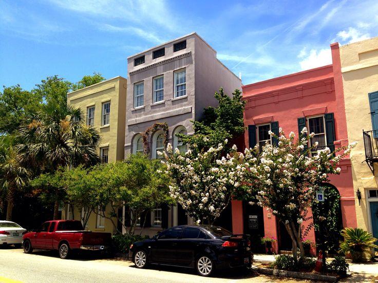 Rainbow Row! Stepping To The Beat In Charleston - #travel #usa @trivago #charleston
