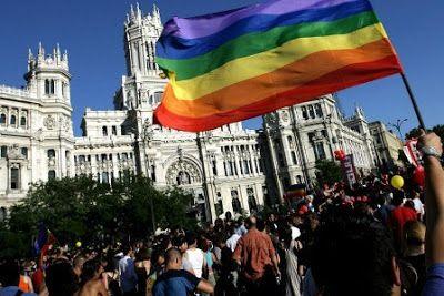 La oposición pide al PP a que inste a TVE a emitir el Orgullo Gay. El PSOE inicia los trámites para que se tomen medidas desde el Congreso. Daniel Jabonero | Bluper, El Español, 2017-06-15 http://bluper.elespanol.com/noticias/oposicion-pide-pp-inste-tve-emita-orgullo-gay