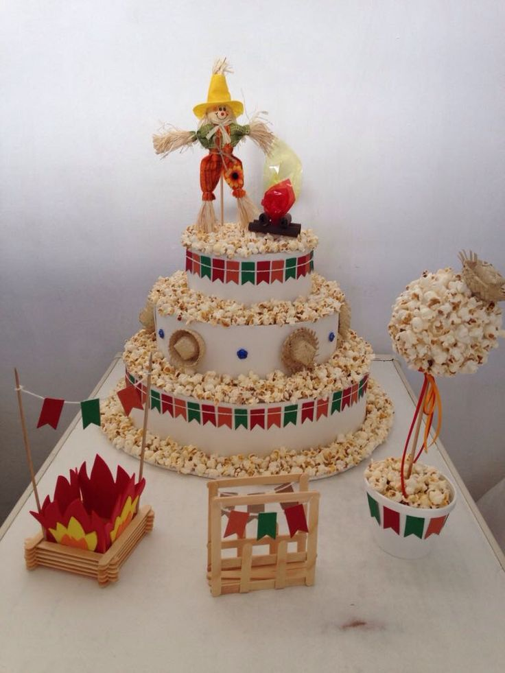 Decoração de festa junina! #festa #junina #decoração #fogueira #bolo #pipoca