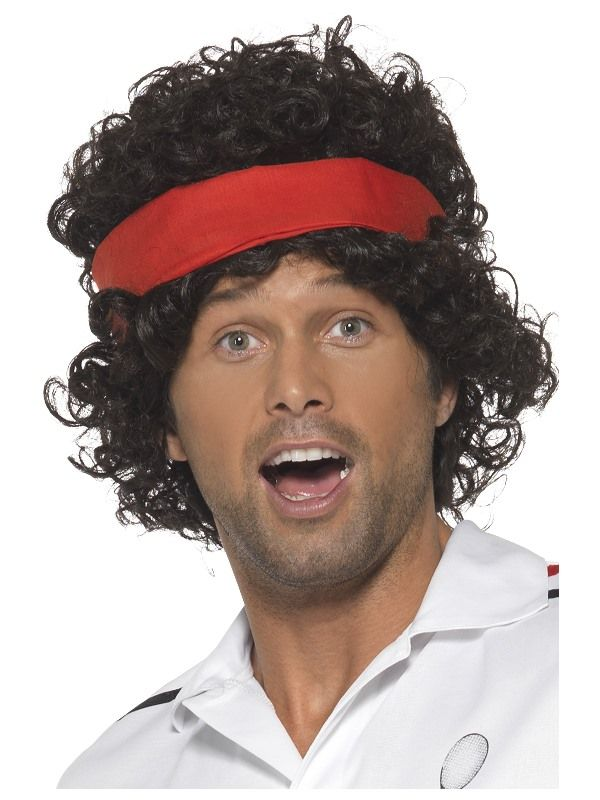 Tennistähden peruukki. Tummanruskea tennistähden peruukki on asustettu asiaankuuluvasti punaisella hikinauhalla.
