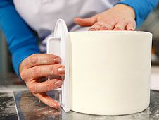 Master cake decorator Jessica Harris shares this marshmallow fondant recipe, an exclusive from her Craftsy Class, Clean & Simple Cake Design.
