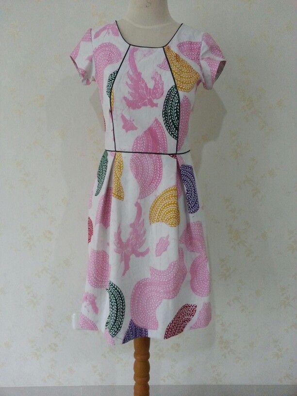 Batik Dahlia dress by Dongengan. (Facebook page: Dongengan https://m.facebook.com/dongengan?m_sess=public&__user=658492122)