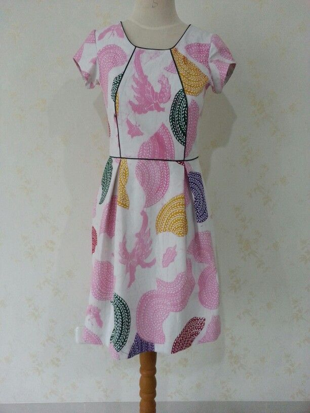 Batik Dahlia dress by Dongengan. (Facebook page: Dongengan https://m.facebook.com/dongengan?m_sess=public&__user=658492122)