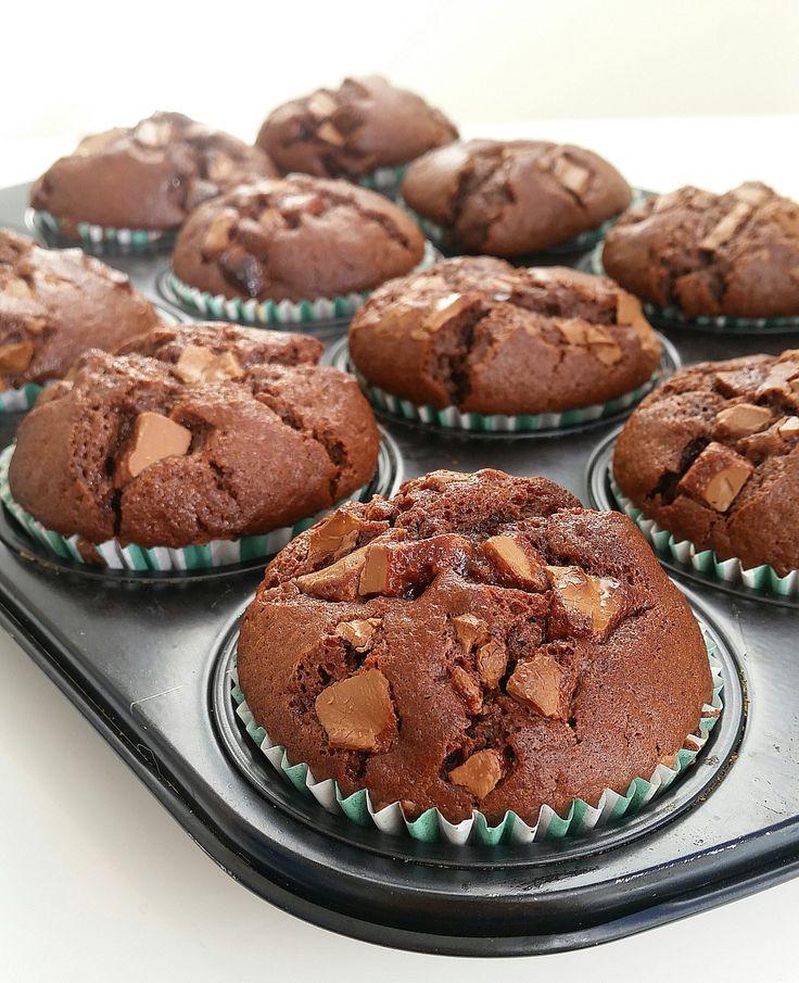 Stora saftiga amerikanska chokladmuffins med chokladbitar i. De är…