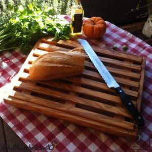 #Brotschneidebrett mit Krümelrost, flach #bread #cuttingboard #cutting #board #olivewood #olive wood #wood