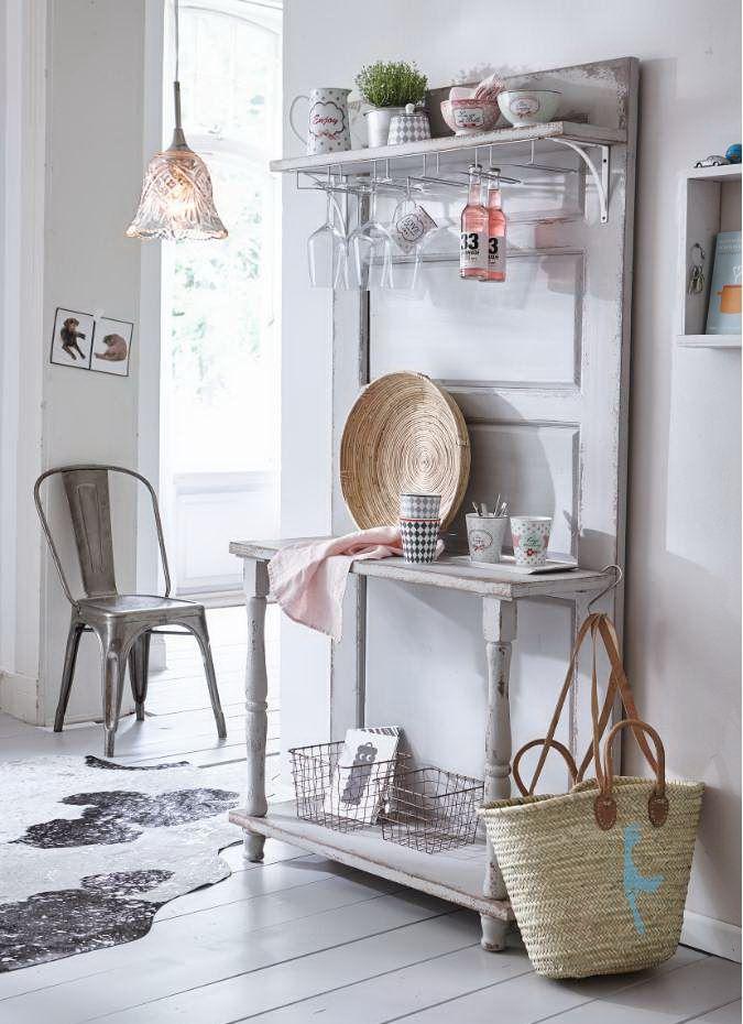 An Sommertagen wie im Winter, draußen oder drinnen - hier finden alle unverzichtbaren Accessoires ihren angestammten Platz. #Regal #Möbel #Vintage #Impressionenversand