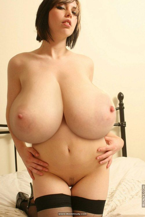 mom-big-boob-naked