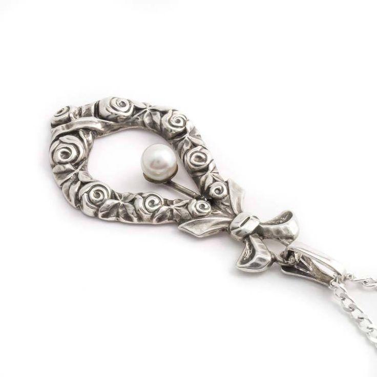 Aurora Patina Bijzondere zilveren Jugendstil hanger met roosjes, strik en parel