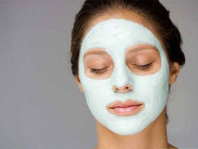 Cura del viso: maschera antirughe allo yogurt e all'olio fai da te