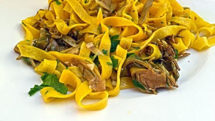 Tagliatelle ai carciofi: la ricetta perfetta.  http://winedharma.com/it/dharmag/aprile-2015/tagliatelle-con-carciofi-freschi-spadellati-con-aglio