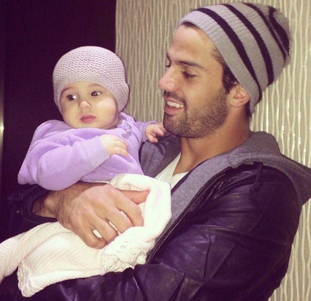 Jessie James Decker (baby girl Vivi & hubby Eric Decker)