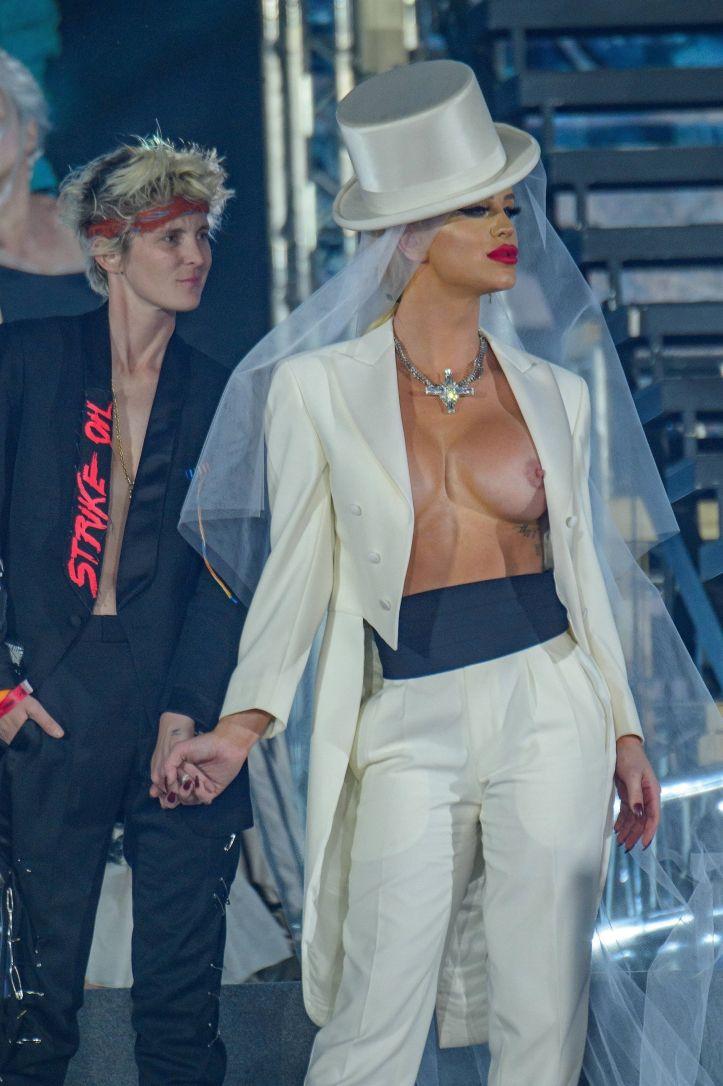 Gigi Gorgeous Nip Slip Gigi Gorgeous Nip Slip Nicole Kidman