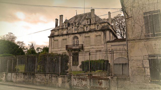 Vieux manoir français à l'abandon (Segonzac - France) 2013