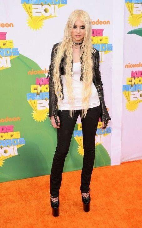 Taylor Momsen at the Nickelodeon's 24th Annual Kids' Choice Awards