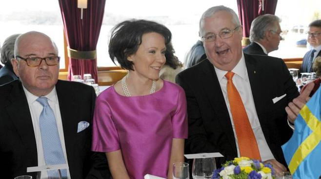 Wife of the President of Finland is squeezed between two Swedes! Must be feeling nice...