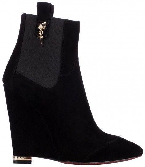 Dalla collezione di scarpe Cesare Paciotti per l'autunno inverno 20132014, stivaletti con zeppa