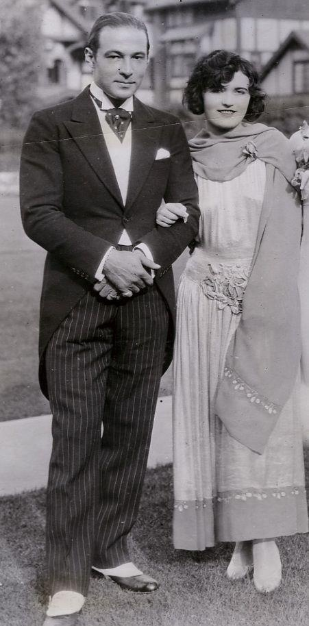 Rudolph Valentino and Pola Negri at the June 1926 wedding of Mae Murray to Prince David Mdivani .  They were divorced in 1933.