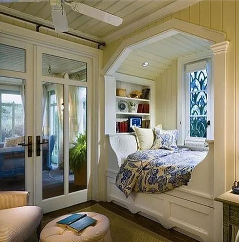 Doesn't this space make you want to curl up with your favorite book,mine happens to be Sweet Dreams by Kristen Ashley.Which seems appropriate becau