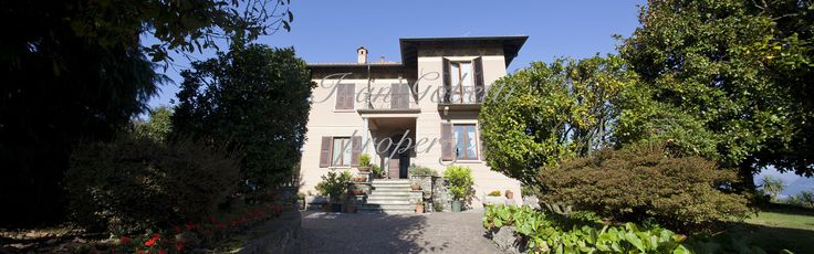 Historic villa of about 450 sqm. placed in a unique location on the hill of Stresa, with flat sunny park of more than 3000 sqm. The villa was built on four