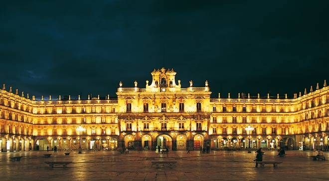 Salamanca's Plaza Mayor {the most beautiful in all of España}: 18Th Century Plaza, Favorite Places, Magical Places, Places I D, 30 000 Students, Spain