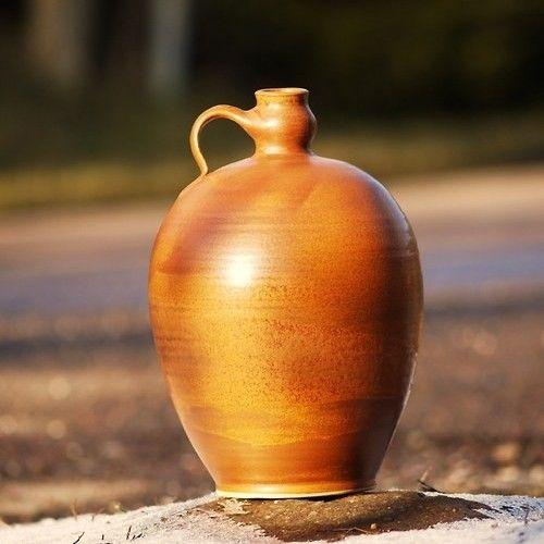 láhev Boubelka 3,8l - Klasik Rustikal  Další úctyhodnou členkou rodinky Klasik Rustikal je kameninová, ručně točená láhev Boubelka. Dá se použít na cokoliv Vás napadne... a vůbec nevypadá špatně i jako váza, třeba i na suchou vazbu. Ale to už je jen na Vás...:):):)  výška: cca 26 cm  objem: cca 3,8l  Páleno 1250 °C  Vhodné do myčky i mikrovlné trouby.