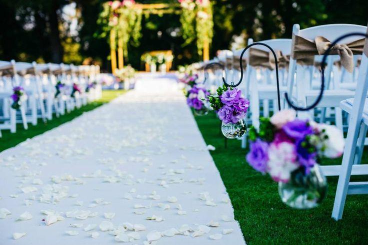 Flores para el pasillo, ceremonia al aire libre, colores pasteles, lisianthus, novia, bride
