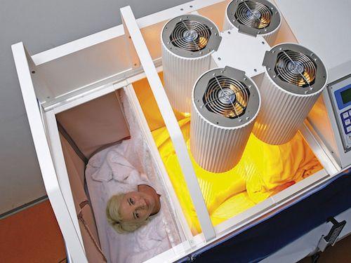 Terapia hipertermii ogólnoustrojowej to innowacyjna metoda leczenia onkologicznego kojarzona z leczeniem farmakologicznym, chemioterapią i radioterapią. Sztucznie indukowany wzrost temperatury ciała stymuluje zahamowane siły gojenia, uruchamiając odpowiedź systemu immunologicznego, szczególnie w przypadkach przewlekłych lub złośliwych procesów.