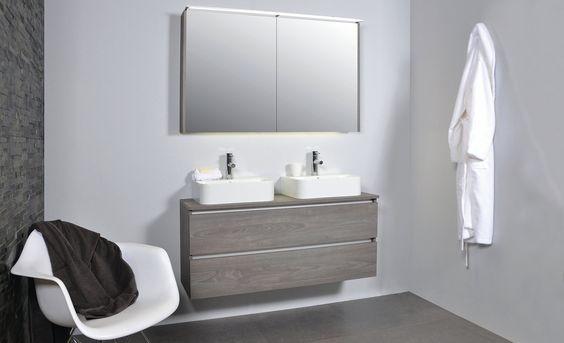 INK badkamermeubel greeploos alu keerlijst, houten lades, porseleinen losse wastafels.