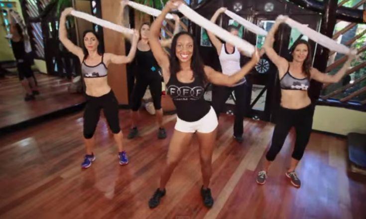 Ha minden nap végigcsinálod ennek a nőnek a 13 perces edzését, minden felesleg eltűnik a hasadról és fenekedről! – Napjaink