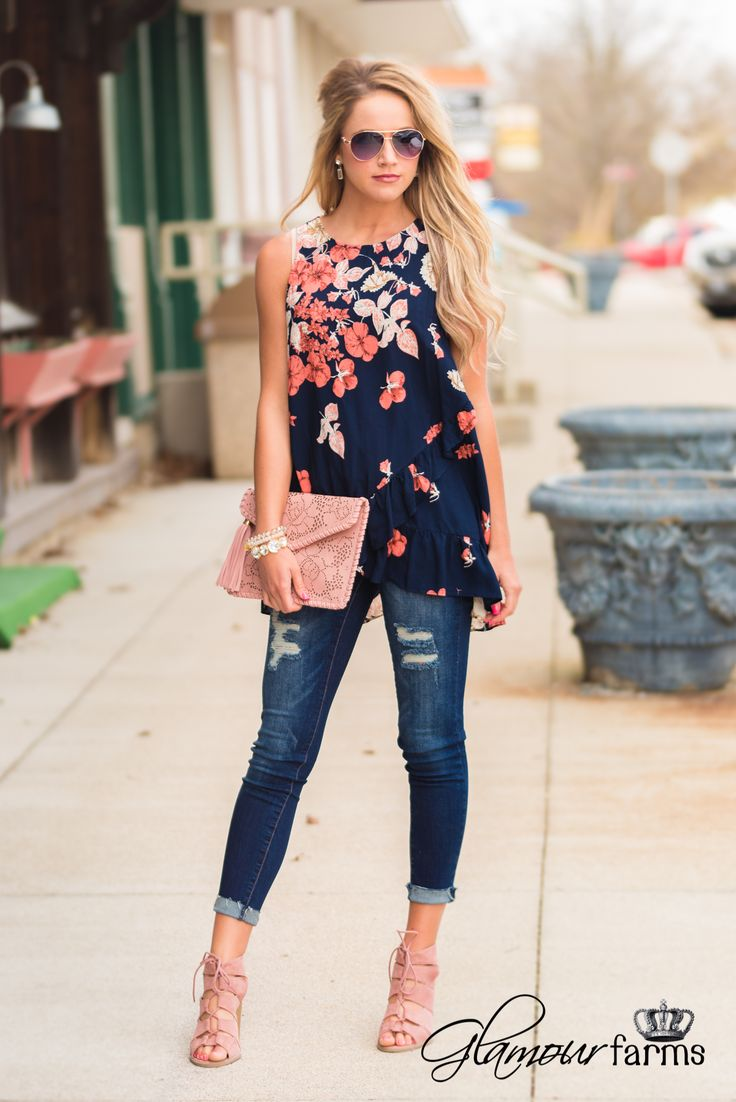 Love this top and accessories what a cute summer outfit