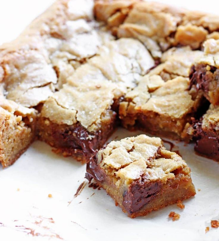 Gooey Salted Nutella Blondies | www.ifyougiveablondeakitchen.com