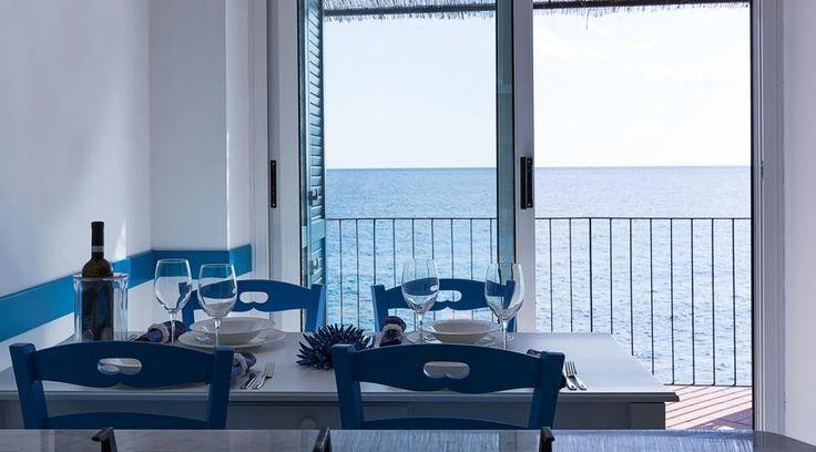 Casa vacanze sulla Costiera Amalfitana. Il mare ispira l'abitare | RistrutturareOnWeb #casavacanze #bianco #mare #scala #arredo #ricciardi
