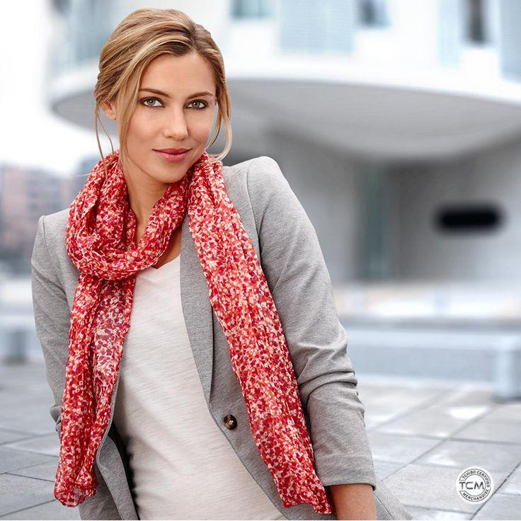 Odkryj subtelne i eleganckie, kreacje w których świetnie wyglądasz każdego dnia! Szal marszczony:http://bit.ly/1r93n8g #Tchibo #TchiboPolska #Fashion #Szal #Casual