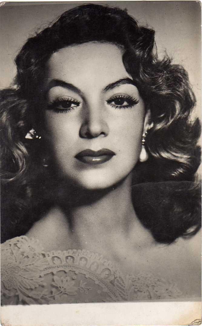 María Félix fue una actriz mexicana y la más iconica mujer de la era del Cine de Oro.