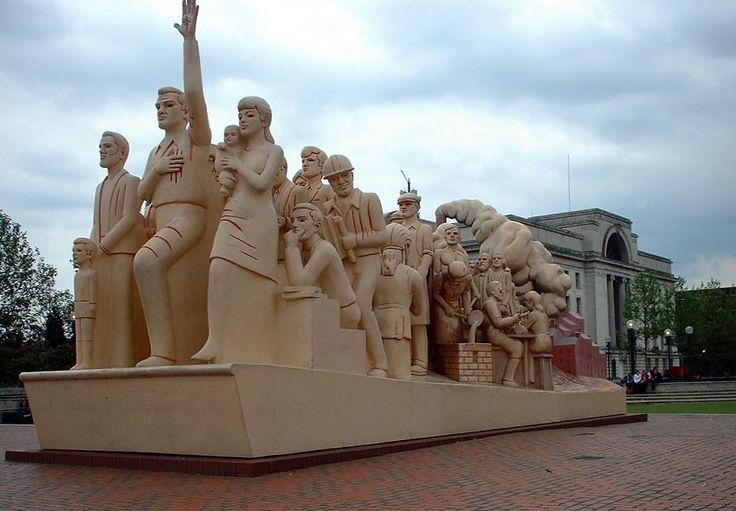 Statues around Birmingham, UK – Centenary Square (Statue was destroyed by fire)