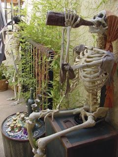 inspiration for posing your decorative poseable skeletons - link to William Bezek, Halloween artist's blogs and pics