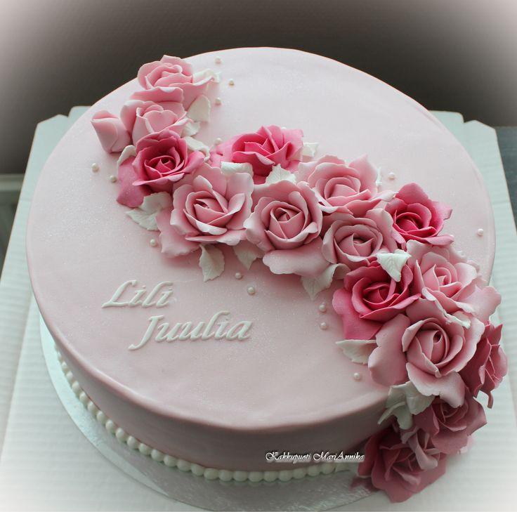 Lili Juulian kastejuhlan kakku