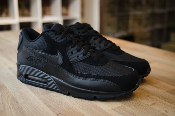 all black nike air max 90