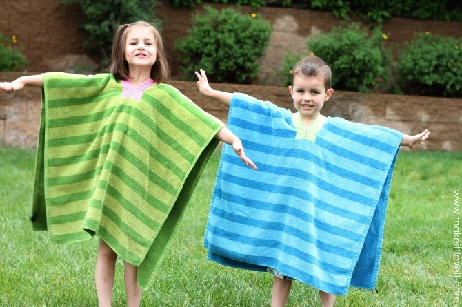 Towel Ponchos... cute and helpful!: Beaches Bath Towels, Kids Towels, Ponchos Tutorials, Awesome Ideas, Beaches Pools Ponchos, Towels Ponchos, Sewing Projects Kids, Kids Beaches Towels, Beachbath Towels