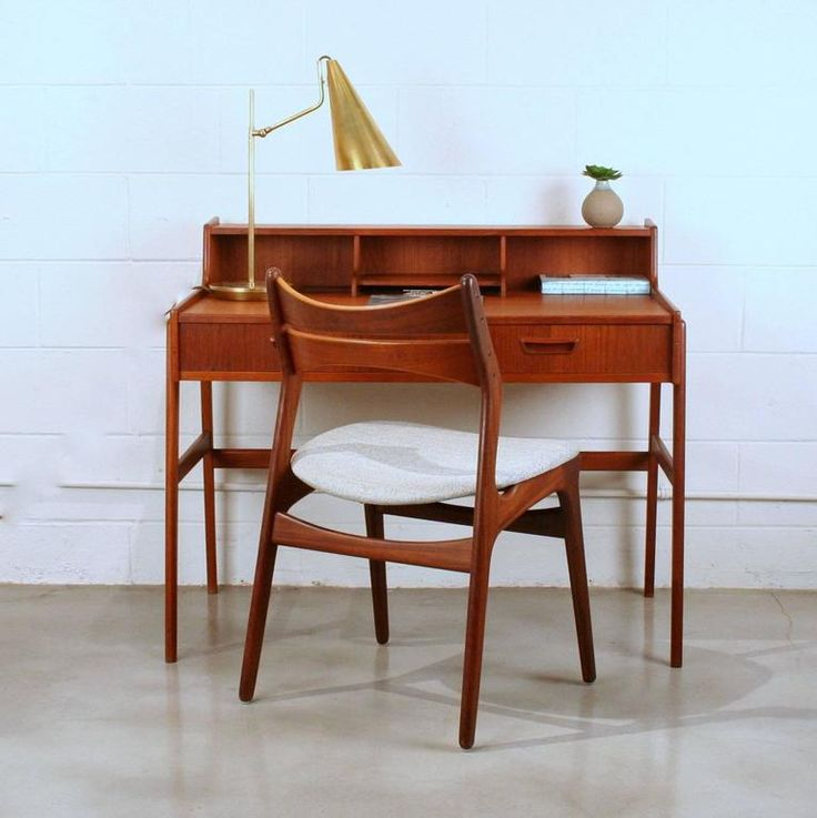 Íróasztal székkel