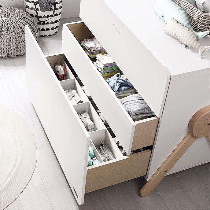 La nouvelle commode Swing et ses 3 tiroirs astucieux 🌟 Disponible dans le Shop ! . #swing #commode #chambrebebe #micuna #chambreenfant #design #rangetachambre