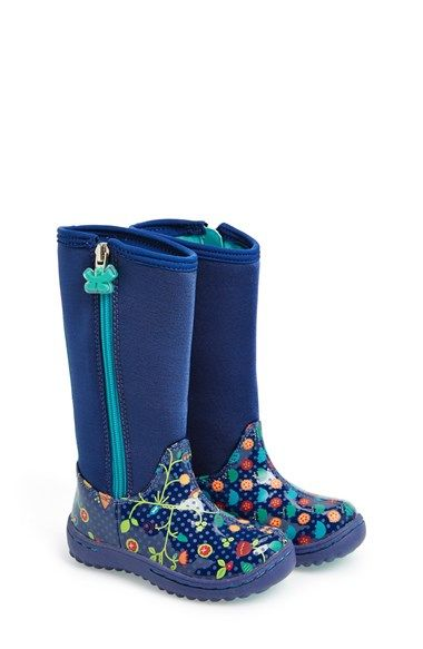 Snow boots, hiking boots and casual shoes for older kids who wear youth sizes Choose from a wide range of styles and colors. Free shipping for our members.