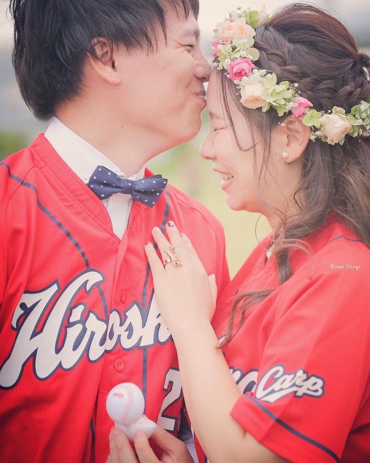 プロポーズの後は 名付けて カープキッス    ほんとに楽しかったなー  みんなで作った 即興結婚式と  たくさんのカープグッズと 仲間に囲まれた カープ前撮り  楽しいひと時を ありがとうございました  さてここからは 神戸のとっておきの場所 に行ってきます  #カープ #カープ女子 #カープ男子 #カープファン #カープネイル #広島カープ   #プレ花嫁 #日本中のプレ花嫁さんと繋がりたい #結婚式準備 #ドレス試着 #前撮り#ウェディングフォト#ロケーションフォト #2018春婚#プロポーズ#ウェディングソムリエアンバサダー#東海プレ花嫁#神戸