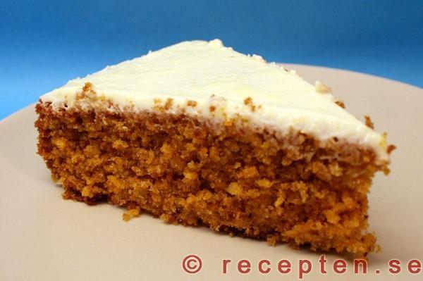 Morotskaka (carrot cake with cream cheese)
