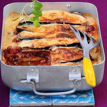 Verbesserung: 1,5 kg Aubergine, 400g Tomaten, 600 ml Bechamelsauce  Griechische Moussaka Rezept | Küchengötter