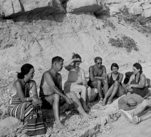 Feuchtwanger, Marta and friends sit on the rocky beaches of Sanary, [s.d.] :: Lion Feuchtwanger Papers, 1884-1958
